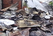 Nửa đêm, cháy 2 cơ sở sản xuất bánh, thiệt hại hàng trăm triệu đồng