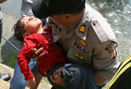 Indonesia: Thuyền lật, 7 người chết, hàng chục người mất tích
