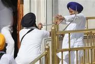 Ấn Độ: Đọ kiếm tại Đền Vàng, 10 người bị thương