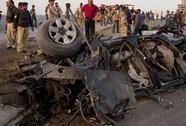 """Trúng bom tự sát, """"siêu cảnh sát"""" Pakistan thiệt mạng"""