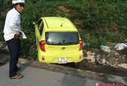 Tai nạn hy hữu: Chờ người đi vệ sinh, một phụ nữ bị xe tông