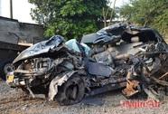 Xe con gây tai nạn liên hoàn, 2 người chết