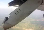 Máy bay rớt cánh giữa không trung