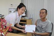 Trao tiền cho bệnh nhân suy thận