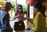 Ngán ngẩm mua vé vào phố cổ Hội An