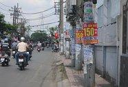 Quảng cáo trên... cột điện