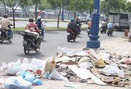 Đổ trộm rác trên đường Phạm Văn Đồng