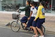 Xe đạp chở bốn