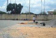 Xây nhà trái phép trong sân bóng