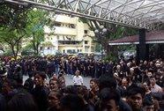 Hàng ngàn đệ tử mặc võ phục tiễn đưa Trưởng môn phái Bình Định Gia