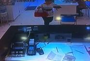 """""""Chôm"""" được thẻ tín dụng, kẻ trộm nhanh tay mua Ipad, Iphone"""