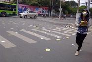 Tờ rơi đầy đường