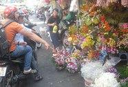 Chuộng hoa hơn quà lưu niệm