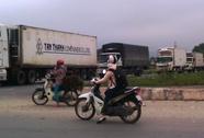 Kẹt xe trên Quốc lộ 1A vì xe tải né trạm cân
