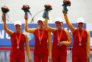 Bốn cô gái đoạt chiếc HCB