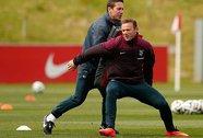 Suarez sẽ đấu với Rooney