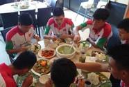 Khổ vì internet, sướng vì ăn đồ Việt