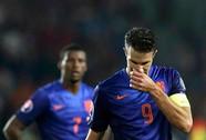 Van Persie tịt ngòi, Hà Lan bại trận