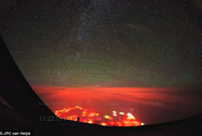 Vầng sáng màu đỏ cam bí ẩn trên Thái Bình Dương