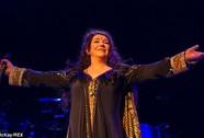 Ca sĩ Kate Bush tái xuất ấn tượng sau 35 năm
