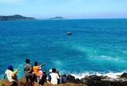 Truy tìm nhân thân tử thi nữ đeo túi xách trôi trên biển
