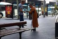 Rộ nạn sư giả ở Úc