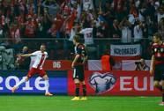 Ba Lan gây sốc, Boniek bật khóc