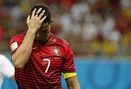 Ronaldo đáng theo chân Rooney