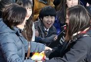 """Hàn Quốc """"nín thở"""" trong kỳ thi đại học"""