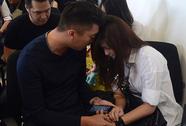 AirAsia QZ8501: Vật vã ngóng tin máy bay mất tích