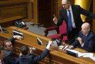 Ukraine ôm chiếc phao khắc khổ