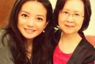 Triệu Vy đưa chồng con thăm văn sĩ Quỳnh Dao