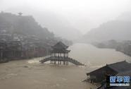 Mưa to ngập lút cổ trấn Trung Quốc