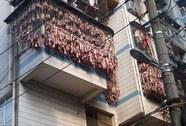 Phủ kín ban công bằng…thịt xông khói