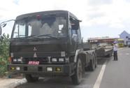 Tịch thu xe đầu kéo gắn biển số đỏ giả, chở quá tải