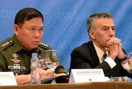 """Tàu Trung Quốc """"dùng vòi rồng đuổi ngư dân Philippines"""""""