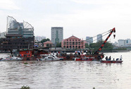Tàu 93 tấn chìm gần hầm vượt sông Sài Gòn