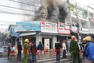 Lửa thiêu rụi hàng loạt ki-ốt tại trung tâm TP Kon Tum