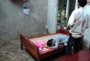 Lốc xoáy sập nhà, một bé trai 2 tuổi tử vong