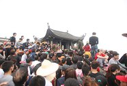 6,5 vạn khách lên đỉnh Phù Vân