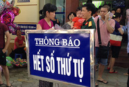 Khổ sở đi tiêm vắc-xin dịch vụ