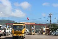 Vô tư chở hàng quá tải ở cảng Quy Nhơn