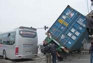 Xe khách tông xe container: 1 người chết, 5 người bị thương