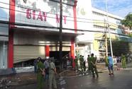 Cháy lớn ở cửa hàng giày, 3 người trong gia đình tử vong