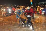 Đỉnh triều đạt 1,62 m, gây ngập nặng nhiều tuyến đường
