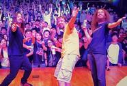 Ban nhạc rock Aristocrats biểu diễn tại TP HCM