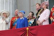 """Khi hoàng gia """"gặp hạn"""""""