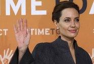 Angelina Jolie làm phim chống săn bắn voi