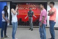 Jonathan Hadley chia sẻ tình yêu nhạc kịch Broadway