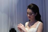 Độc đáo trang sức cưới bằng sứ
